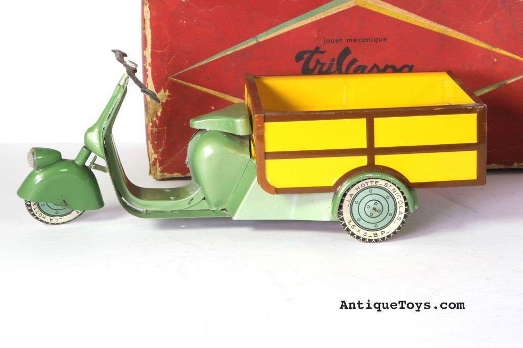 tri-vespa-paris-tin-toy