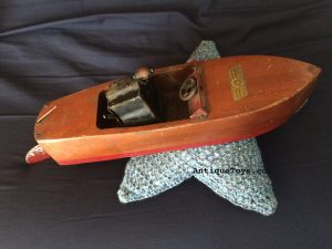 wooden-crank-toy-boat