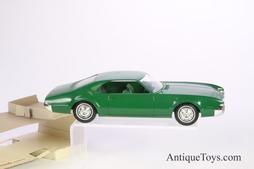 AMT-model-promo-car-toronado09