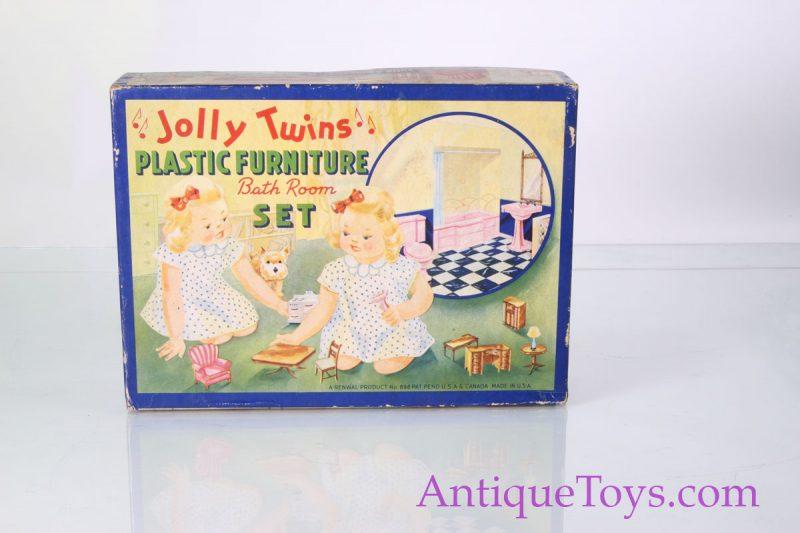 Dollhouse bathroom fixtures